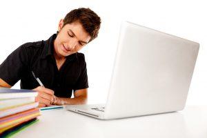 Une simulation de crédit moto en ligne plutôt qu'en agence ?